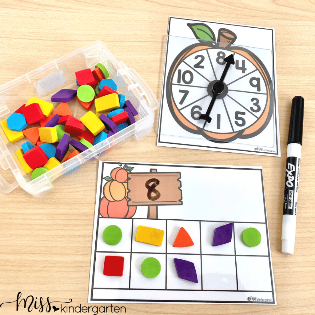 This number building activity is a hit with students. Students will spin a number, write it and build it in a ten frame.